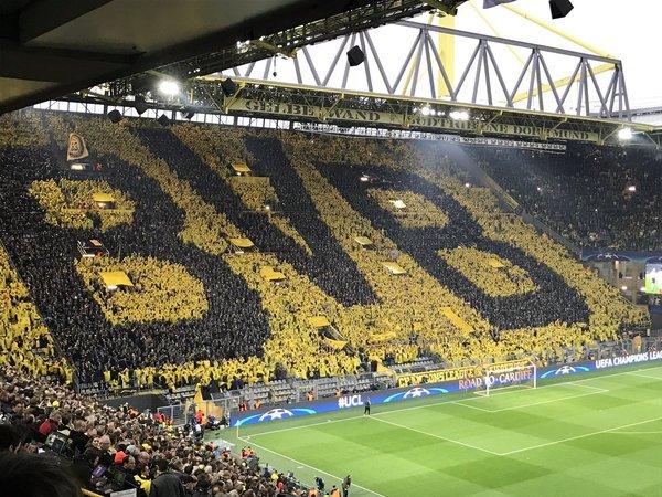 Очередной потрясный перфоманс болельщиков Боруссии из Дортмунда Футбол, Лига чемпионов, Болельщики, Боруссия Дортмунд, Перфоманс, Гифка