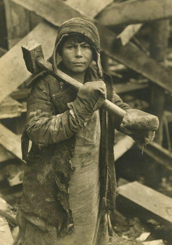 Женщина-строитель Магнитогорска, 1931 год.