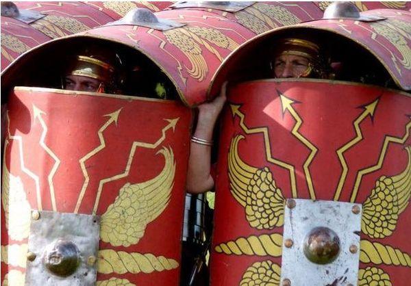 """Римское построение """"черепаха"""" (testudo) Черепаха, Testudo, Рим, Древнийрим, Армия, Реконструкция, Легионер, Легионеры, Видео, Длиннопост"""