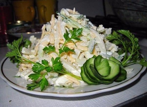 Салат с кальмарами для лёгкого ужина еда, салат