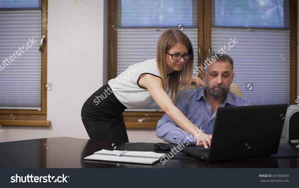 Любовь и секс между секретарём и руководителем