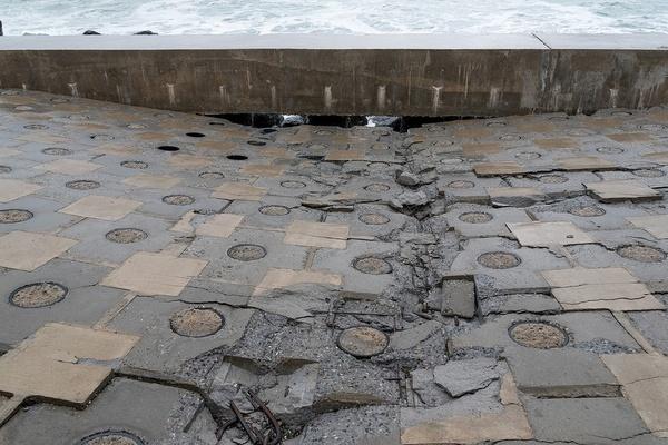 Разлом олимпийской набережной в Сочи Сочи, олимпийская набережная, разлом, много денег, шторм, видео, длиннопост