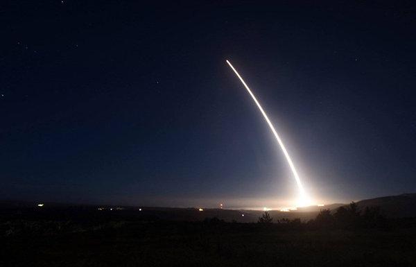 США готовятся испытать межконтинентальную баллистическую ракету США, ядерное оружие, испытания, Политика
