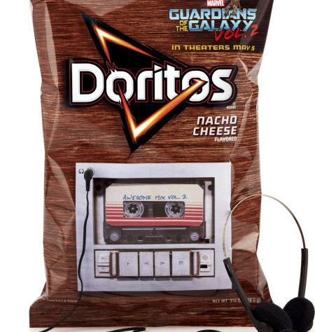"""Где мои наушники?! Саундтрек """"Стражей Галактики 2"""" встроен в упаковку чипсов Стражи галактики, чипсы, маркетинг"""