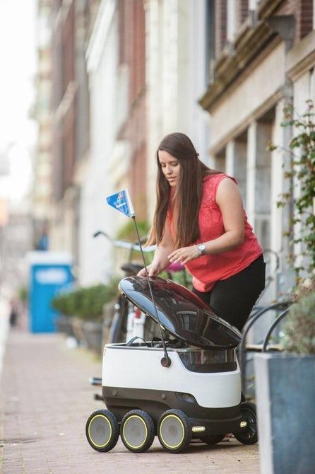 Domino используют дронов для доставки пиццы в Европе Дрон, Робот, Пицца, Европа, Длиннопост