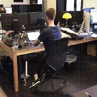 Новый сотрудник в офисе