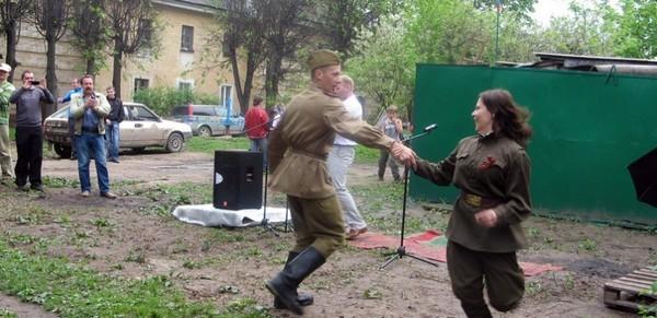 Как празднует Победу один калужский дворик. 9 мая, праздник по скромному, Калуга, длиннопост