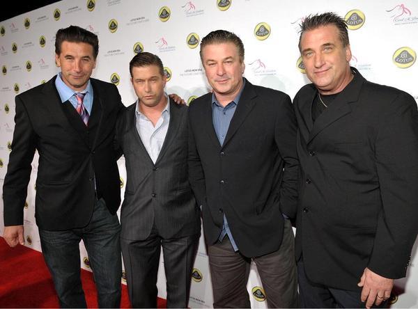 Братья Болдуин выглядят как неудачные клоны Алека Болдуина
