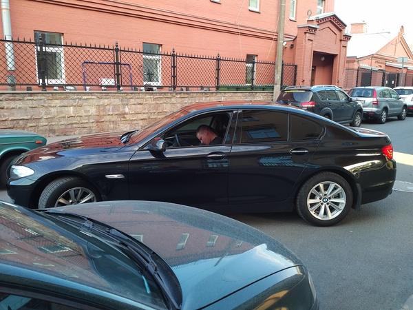 Видео в москве игумен на спорткаре bmw попал в дтп