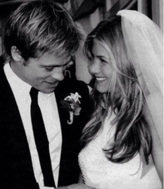 Свадебное фото Брэда Питта и Дженнифер Энистон, 2000 г.