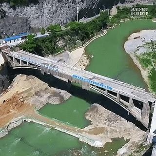 Промышленный взрыв моста