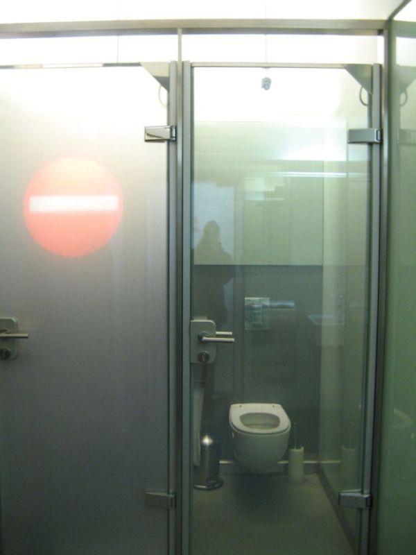 Порно девочки в туалете