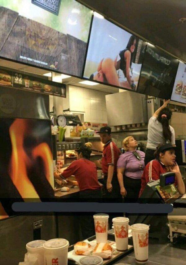Сегодня в меню вареники с селёдкой в Макдоналдс.