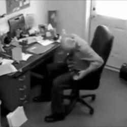 """""""Мне кажется, мой стул сломан"""""""