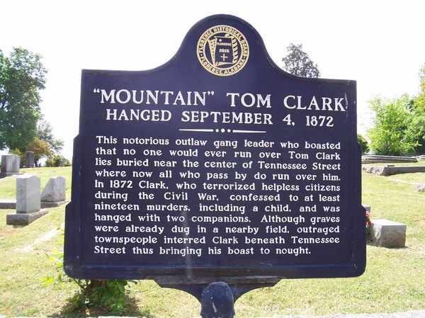 А ведь мог заявлять, что его никто не замочит... могила, бандит, возмездие, хвастовство, Том Кларк