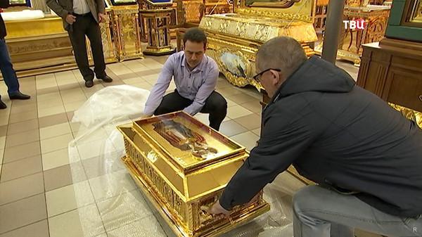Гигантская очередь в храм не в обиду чувствам верующих, реальность, РПЦ