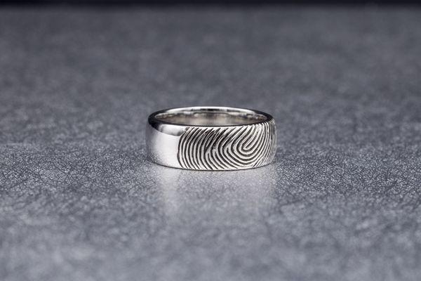 Кольцо с отпечатком пальца любимой