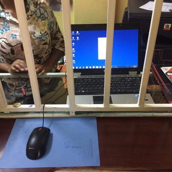 Так выглядит интернет кафе в Найроби, Кения