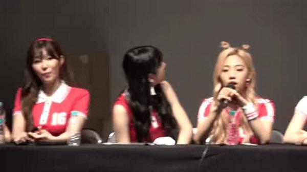 Корейские девчата на пресс-конференции...