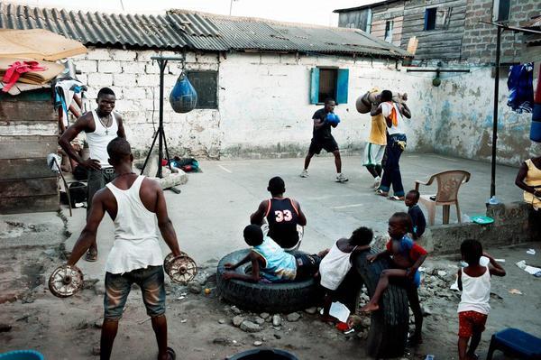 Любительский бокс в трущобах Ганы бокс, Африка, бедность, длиннопост