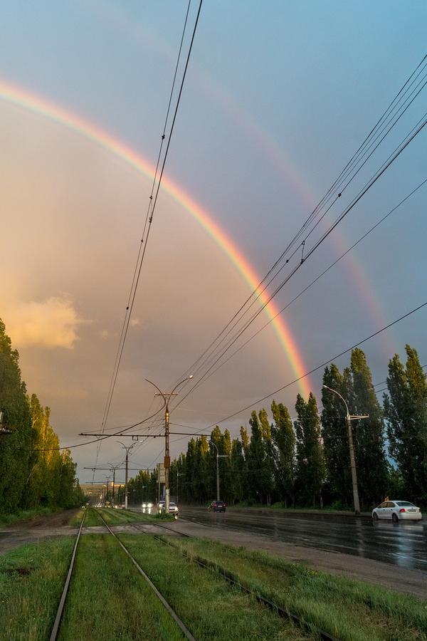 Две стороны одной дороги фотография, радуга, Дождь, вечер, рельсы, дорога, длиннопост