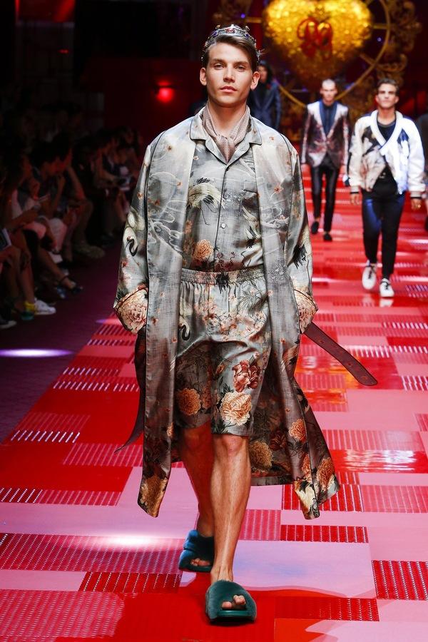 Дольче &Габбана презентовали летнюю коллекцию 2018 Dolce & Gabbana, Мода, Халат, Король
