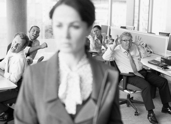 Красивая молодая начальница трахается с работником