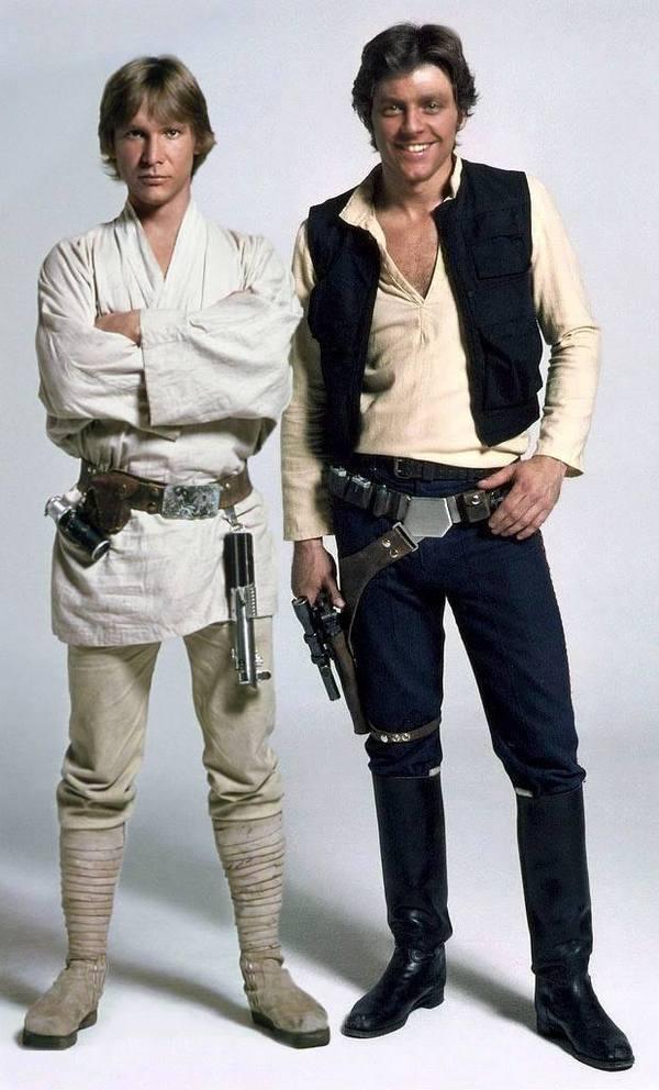 Забавно, если поменять лица Люка и Хана Соло, то Хан выглядит, как Хью Грант в молодости