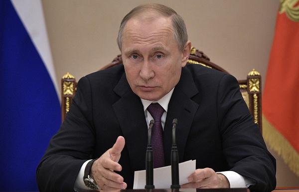 Путин поручил перераспределить доходы от акцизов на топливо в пользу бюджетов регионов Политика, Россия, Путин, акциз, бензин, бюджет, регионы, ТАСС