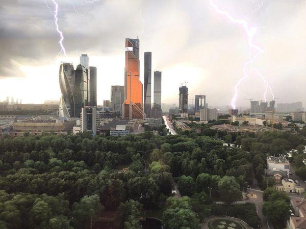 Ливень в Москве. Разница между фото - 15 минут. Москва, Москва-сити, ливень, ливневка не справится