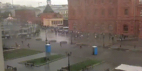 Просто гонка биотуалетов на Красной площади