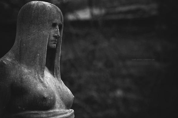 Суровая скульптура Ольсдорфа скульптура, кладбище, Гамбург