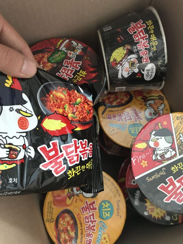 Друг готовит посылку из Кореи Лапша, Корея, Самая острая лапша