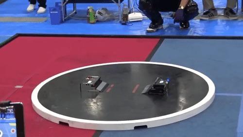 Самый быстрый матч в истории сумо-роботов))