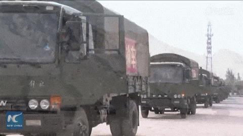 Разворот колонны вооруженных сил полиции Китая