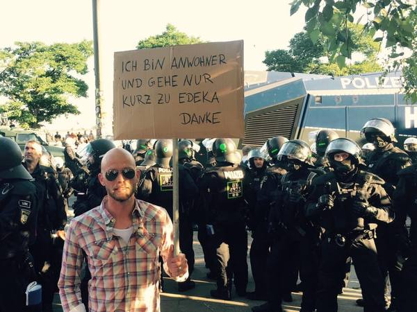 Уже за хлебушком нельзя спокойно сходить. g20, Саммит G20, Гамбург, Политика, Германия, прикол, welcome
