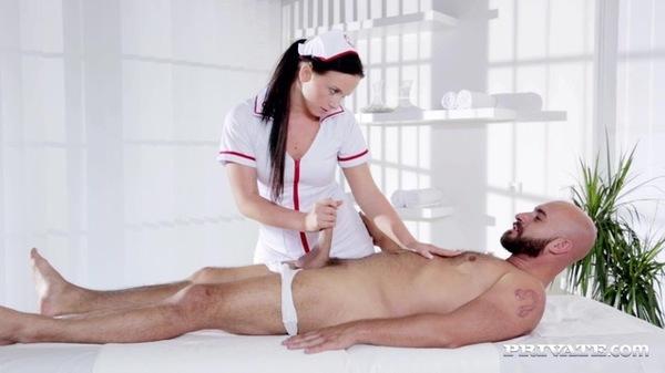 медсестра делает массаж пениса фото