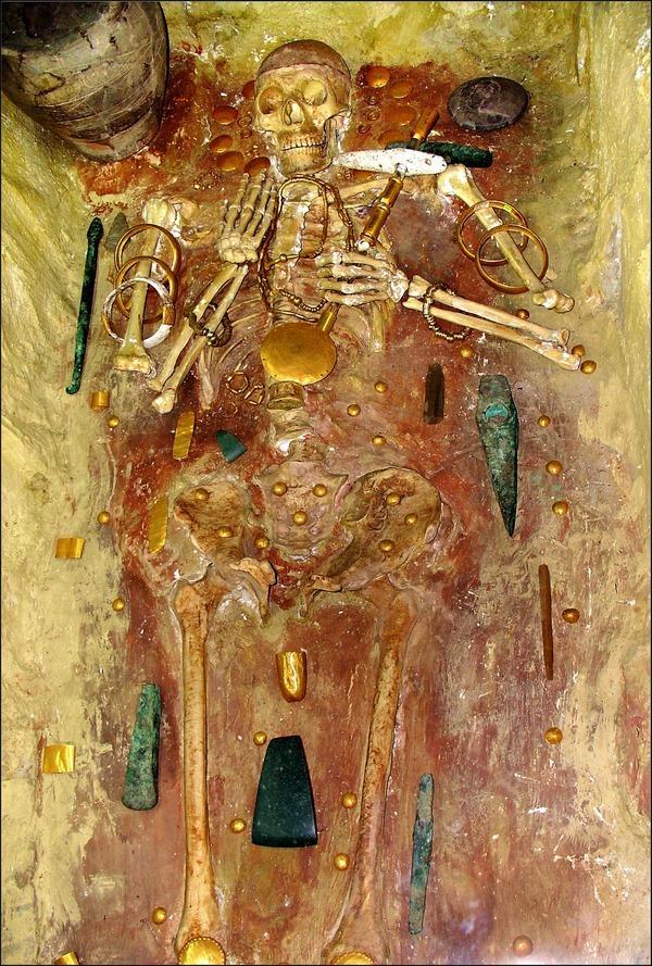 Захоронение в Варненский некрополь, Болгария (4,600 - 4,200 до нашей эры)