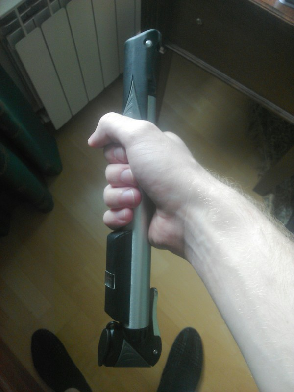 Мини-насос для велика похож на световой меч