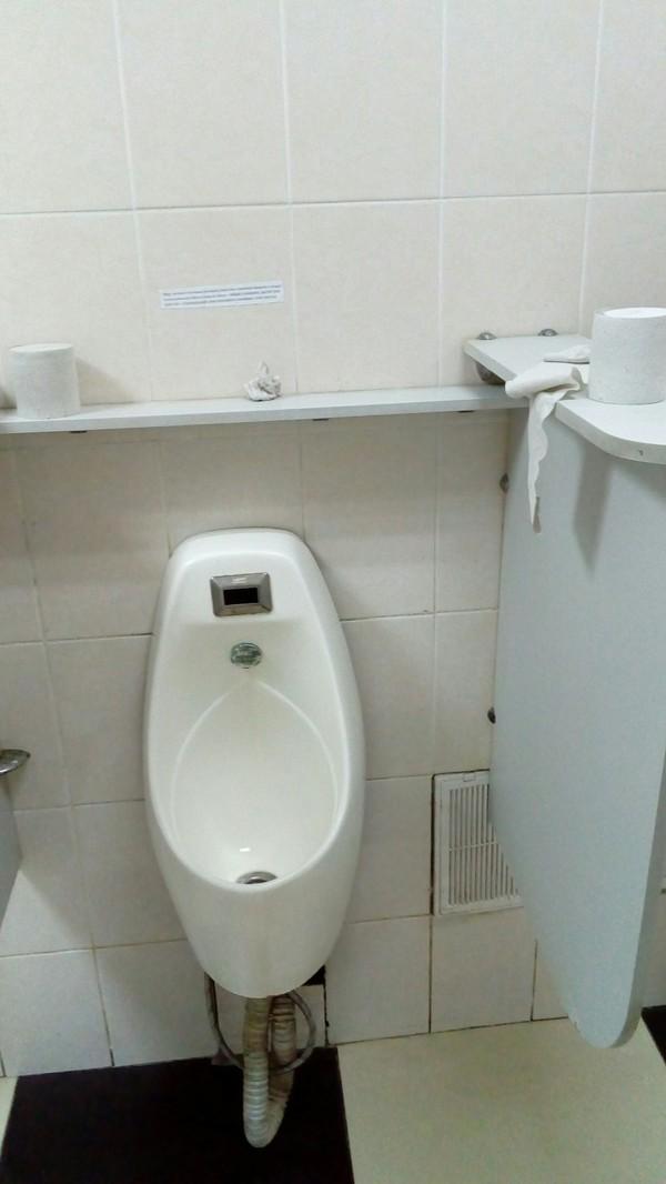 Сообщение в туалете офиса Офис, Писсуар
