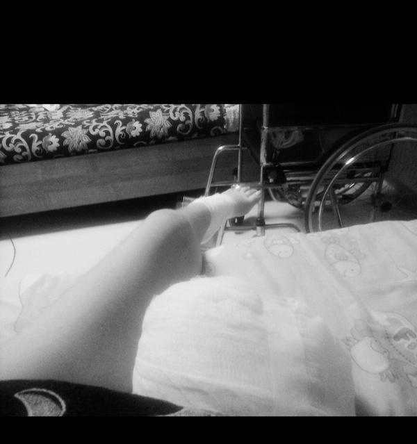 Хвастаюсь тем , что не смотря на мою болезнь и потерю ноги , остаюсь такой же жизнерадостной как и всегда. Всем добра, Жить здорово
