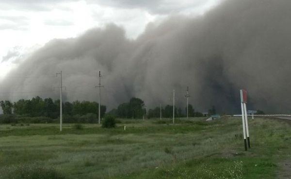 В Восточном Казахстане внезапно наступила тьма... Ураган, Тьма, Казахстан, Калбатау, Буря, Видео