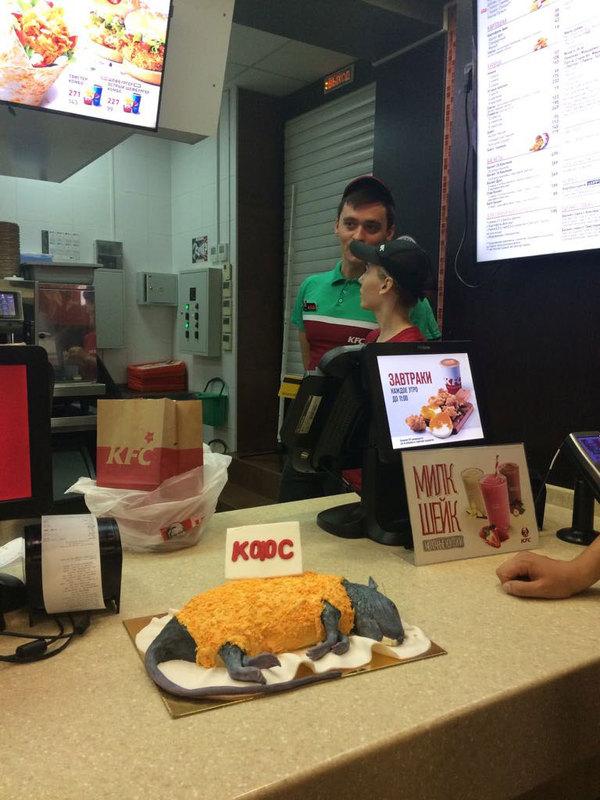 Это уже Эребор: Бургер Кинг подарил KFC торт в виде крысы в панировке крыса, маркетологи, Ростов-на-Дону, длиннопост, фастфуд, Burger  King