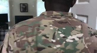 Сюрприз для родственников. Капитан армии возвращается домой
