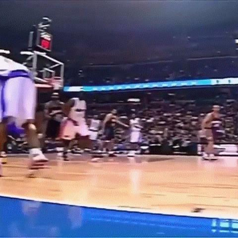 Немного старого доброго Винса Картера! Баскетбол, NBA, Винс Картер, Легенда, Матч всех звезд, Данк, NBA history, гифка