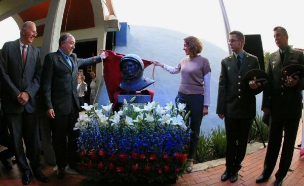 Бюст Юрия Гагарина открыли в столице Мексики Юрий Гагарин, Бюст, Мехико, Длиннопост