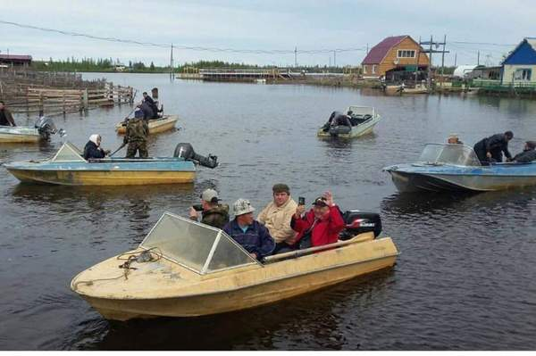 Приплыли. ГИМС МЧС отдыхает. фотография, Якутия, фотосессия, наводнение, ГИМС МЧС отдыхает