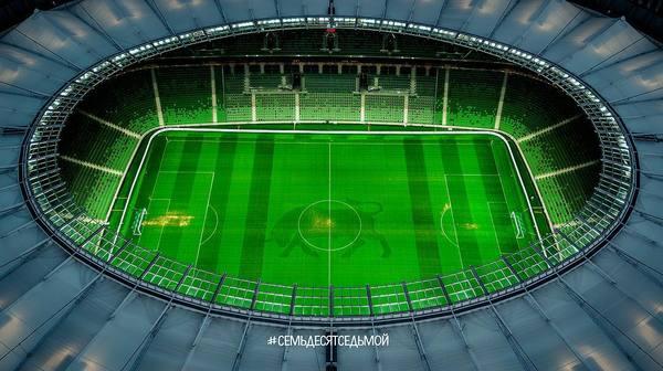 Шикарный бык на газоне стадиона Краснодар, перфекционистам не унывать