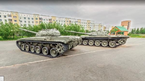 Ничего особенного, просто пара припаркованных на стоянке танков Google maps, Танки