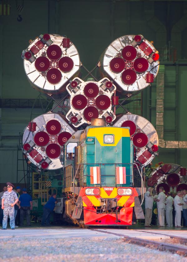 """Ракета-носитель """"Союз-ФГ"""" с пилотируемым кораблем """"Союз МС-05"""" вывезена и установлена на старт ракета, Союз-ФГ, МС-05, Байконур, длиннопост, видео"""